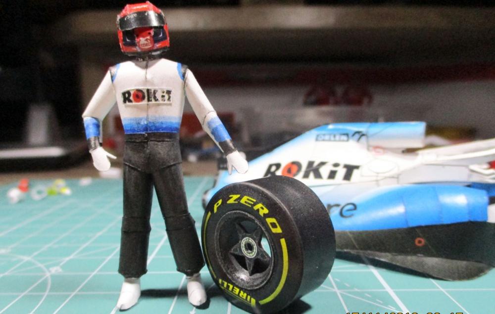 Postava k vozům F1 - piloti, mechanici.