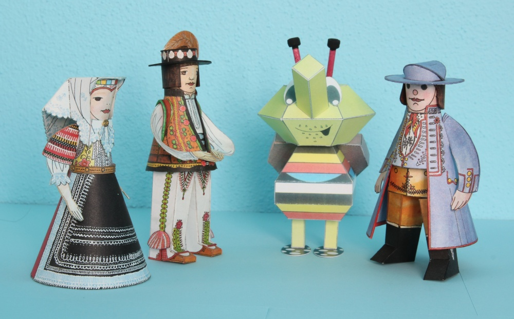 Krojované figurky a brouk Kamil