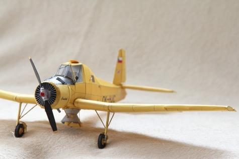 """Let Z-37A """"Čmelák""""."""