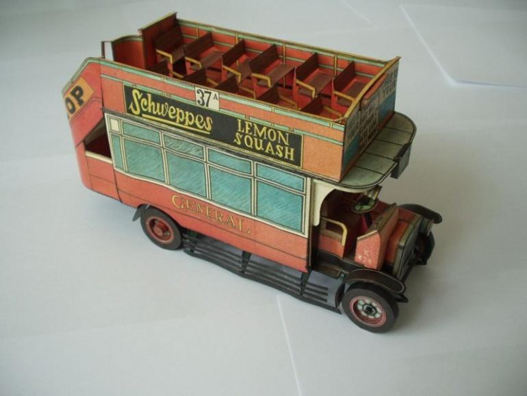 Londýnský patrový autobus