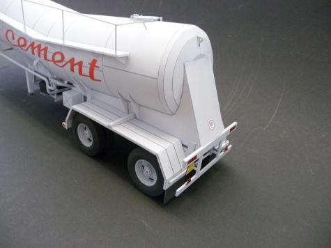 Návěs pro přepravu cementu