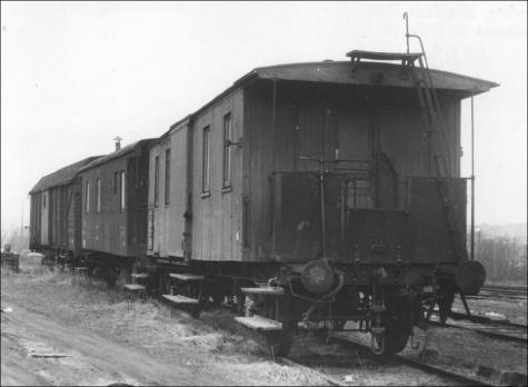 nehodový vlak - depo Rakovník, 60. léta