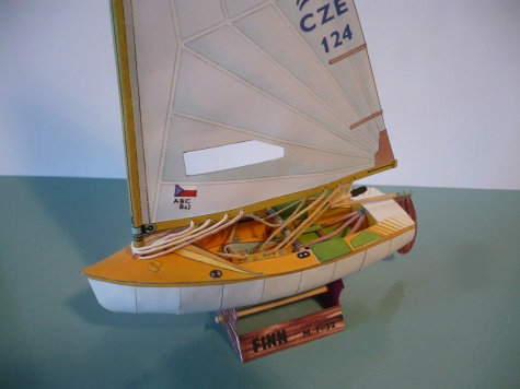 Závodní plachetnice třídy FINN