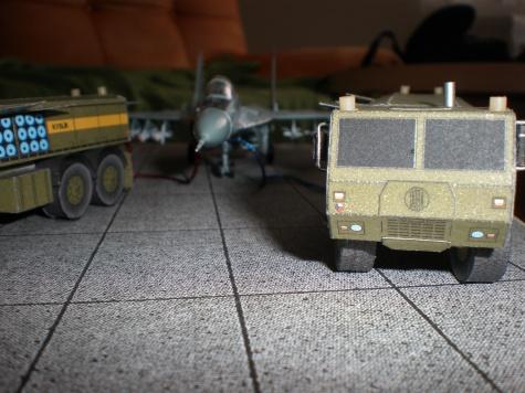 Tatra 815-7 plní letadlo