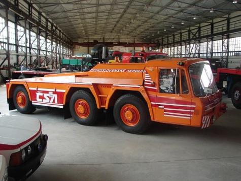 Tatra 815 letištní tahač