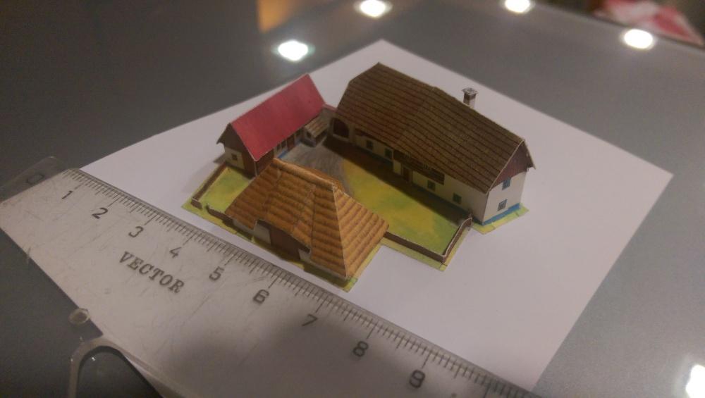 Šprýcharový dvorec z Pošumaví zmenšeno na měřítko 1:450 (T-gauge)