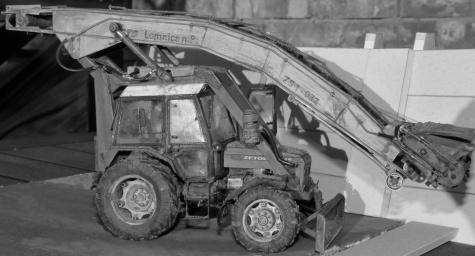 Silážní jáma a vybírač stébelnatých hmot a Zetor 7745