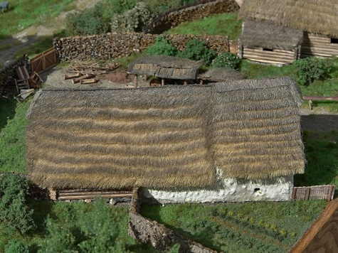 Středověký hrad s podhradím 1:160
