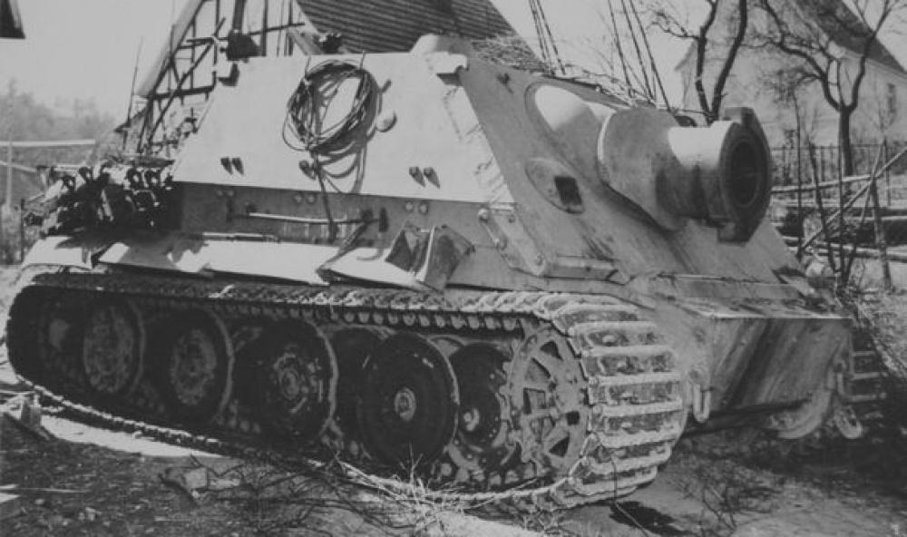 Sturmtiger / Answer + scratch/ 1:25 Kovář