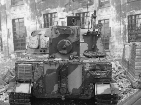 Sturmtiger / Answer + scratch/ 1:25 Kovář