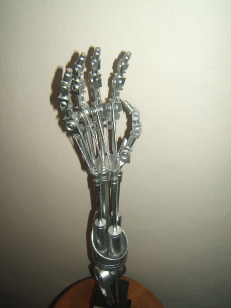 T2 Endoskeleton hand