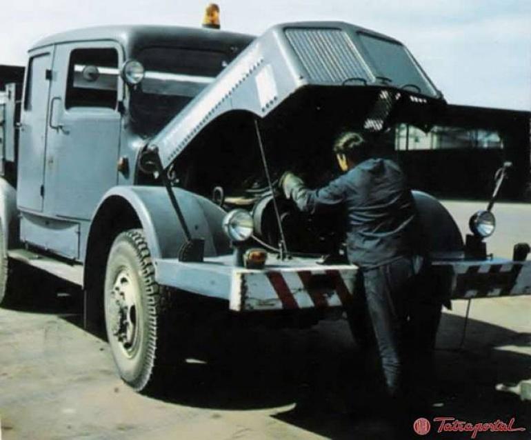 Tatra 141 Interier a motor