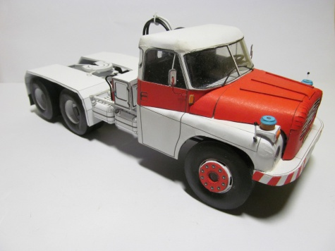 Tatra 148 benzina