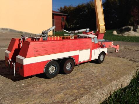 Tatra 148 CAS32 a Tatra 148 PP27-1