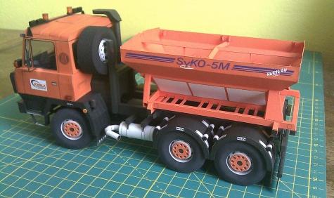 Tatra 815 NTH 6x6 s posypovou nástavbou SYKO-5M a sněhovou radlicí