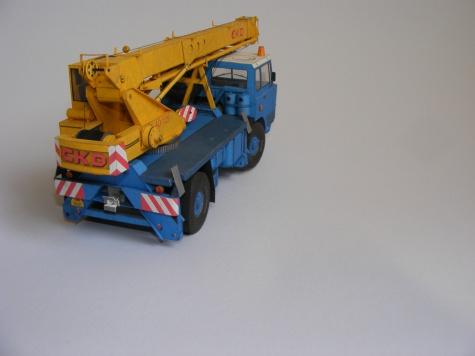 Tatra 813 AD 125